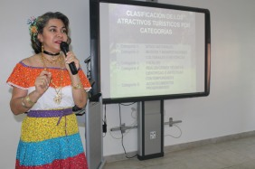 Mgtr. Janeth Brugiatti, coordinadora de Turismo, fue la conferencista,