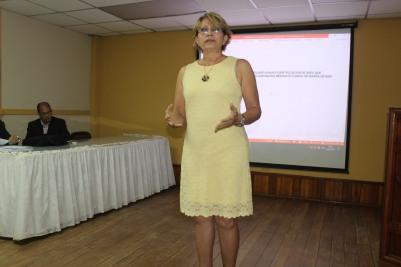Mgtr. Lubianka Katsudas, subdirectora del CRUV, dio la bienvenida a los organizadores y participantes.